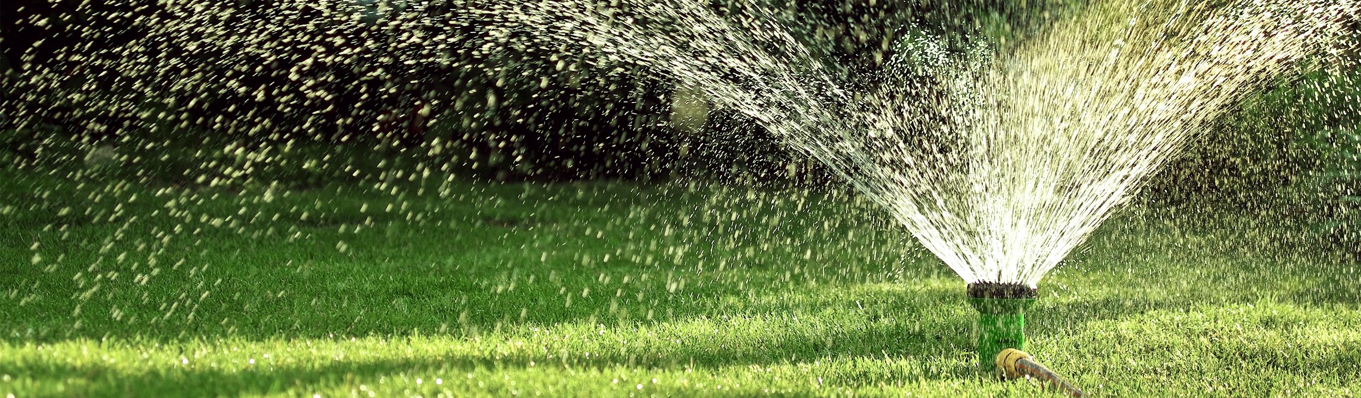 Zisterne Wasser bewaessert den Garten