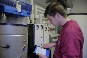 Gute Fachbetriebe haben die Daten der Heizungsanlagen ihrer Kunden in ihrer EDV hinterlegt. Die Mitarbeiter sind daher bei der Heizungswartung optimal vorbereitet.